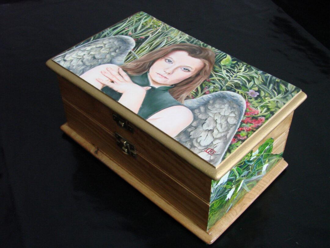 De Engel van de Hoop, houten kistje, 24x14x11cm (3)